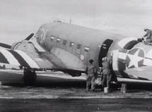 1944_06_Invasion_Stripes_on_Dakota_01-385x285