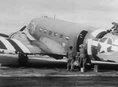 1944_06_Invasion_Stripes_on_Dakota_01-385x285