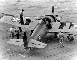f-4f-wildcat-en-la-cubierta-del-uss-enterprise-cv-6